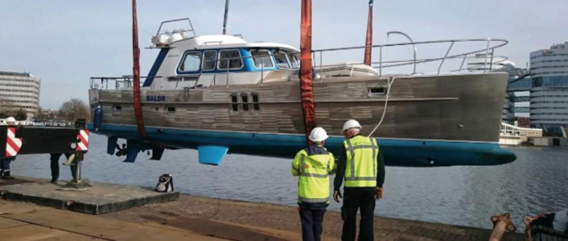 DWY Motorboot van het jaar wordt te water gelaten