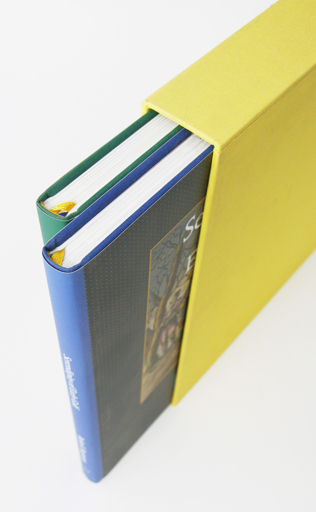 Twee boeken in een cassette: samen de clubkleuren van De Kennemer.