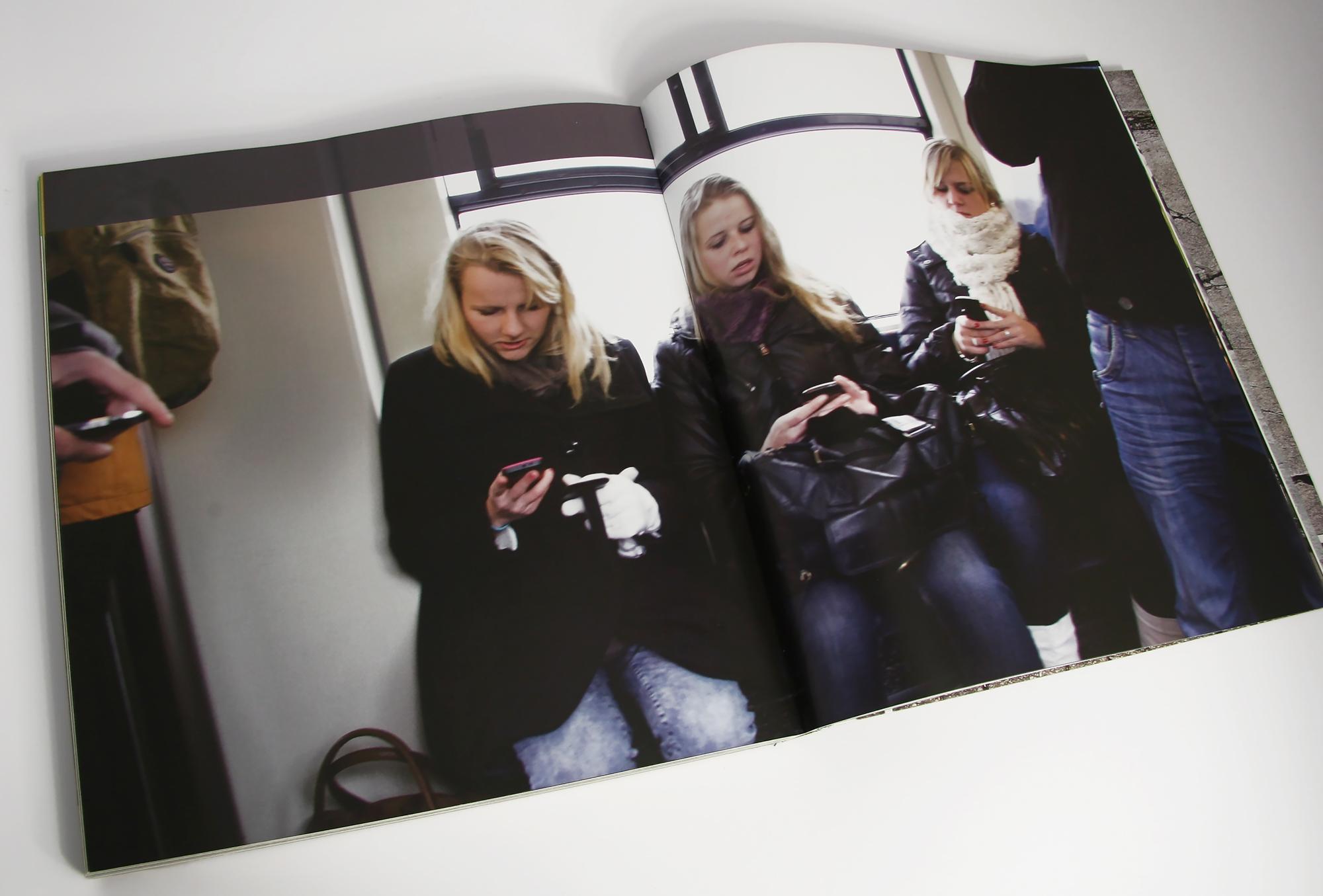 ProRail Appende jongeren in de trein