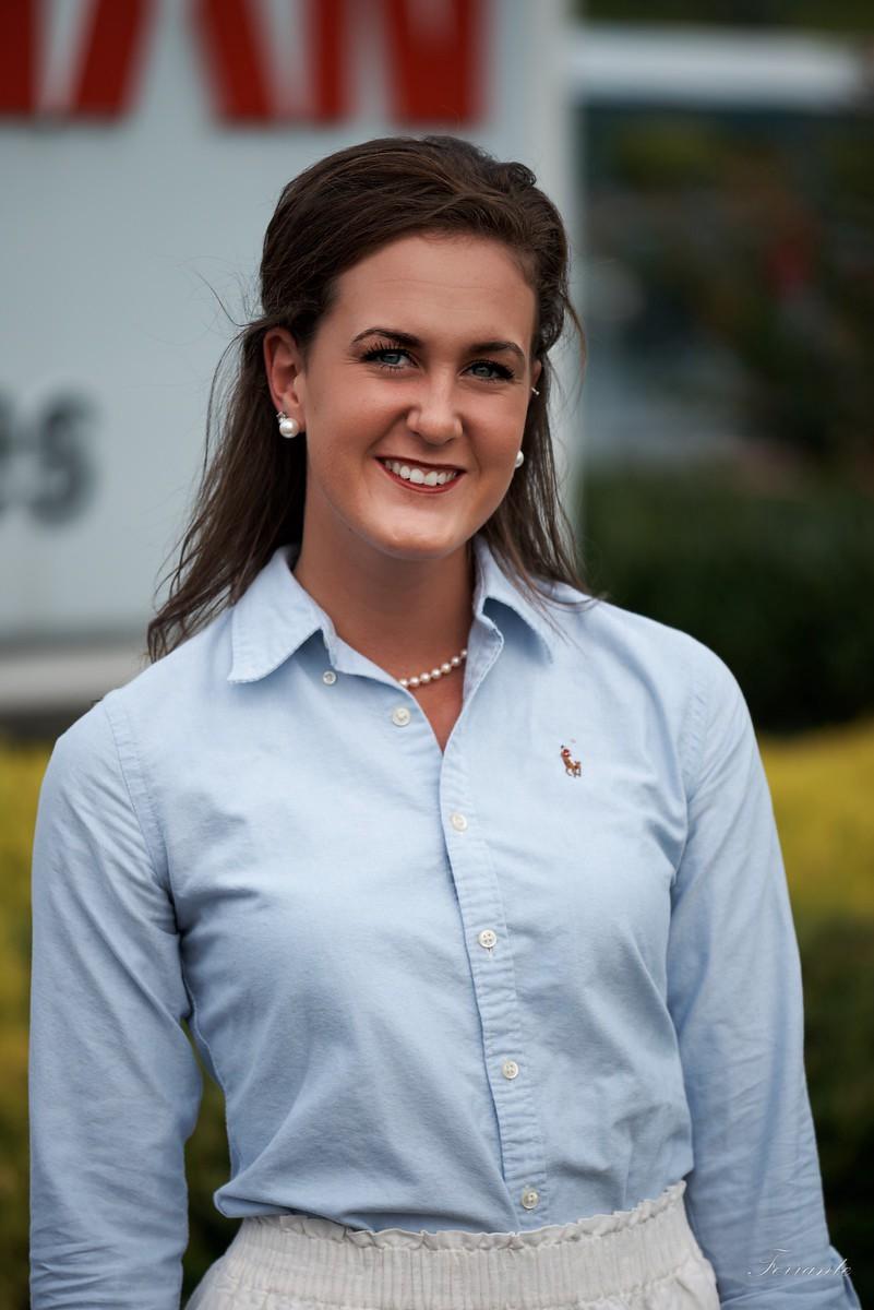 woman-intern-smiling