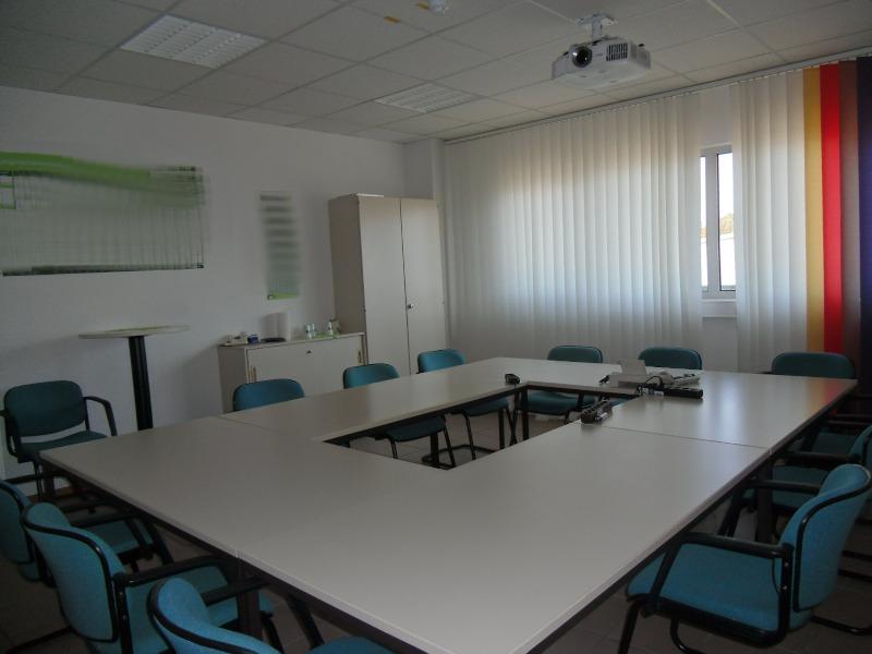 PROVISIONSFREI !!! Über 300 m² mit 6 Büroräumen, 1 Serverraum, Sanitäreinrichtungen und Teeküche