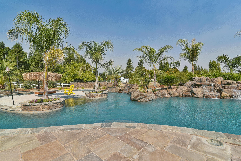 custom pools lincoln CA Rocklin CA Roseville CA Newcastle CA Luxury pool builder pool contractor lazy river pool California Trademark Pools Sacramento