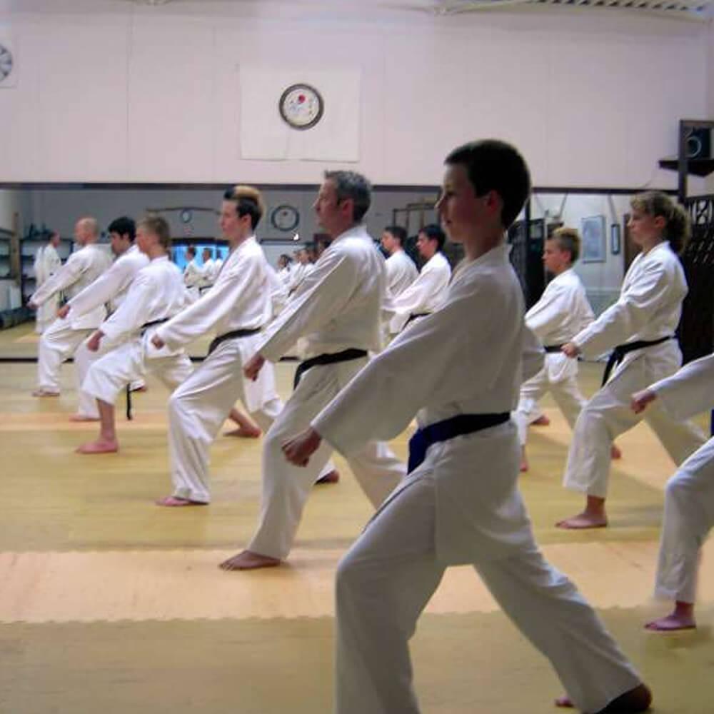 Karate Gruppe im Training