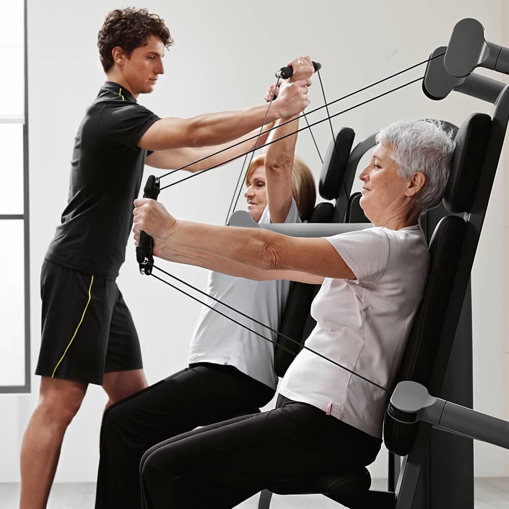 Bild von Mitgliedern an Fitnessgeräten