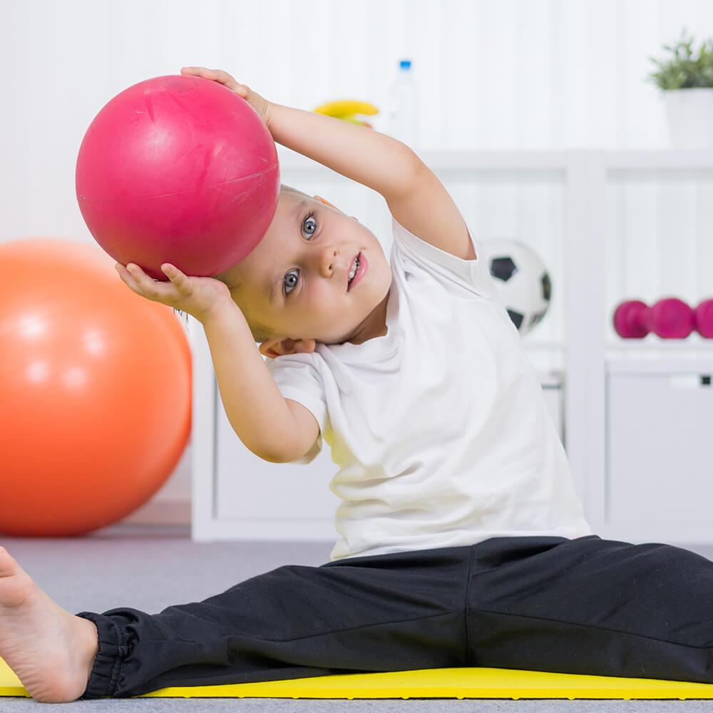 Bild eines Kleinkindes beim Sport