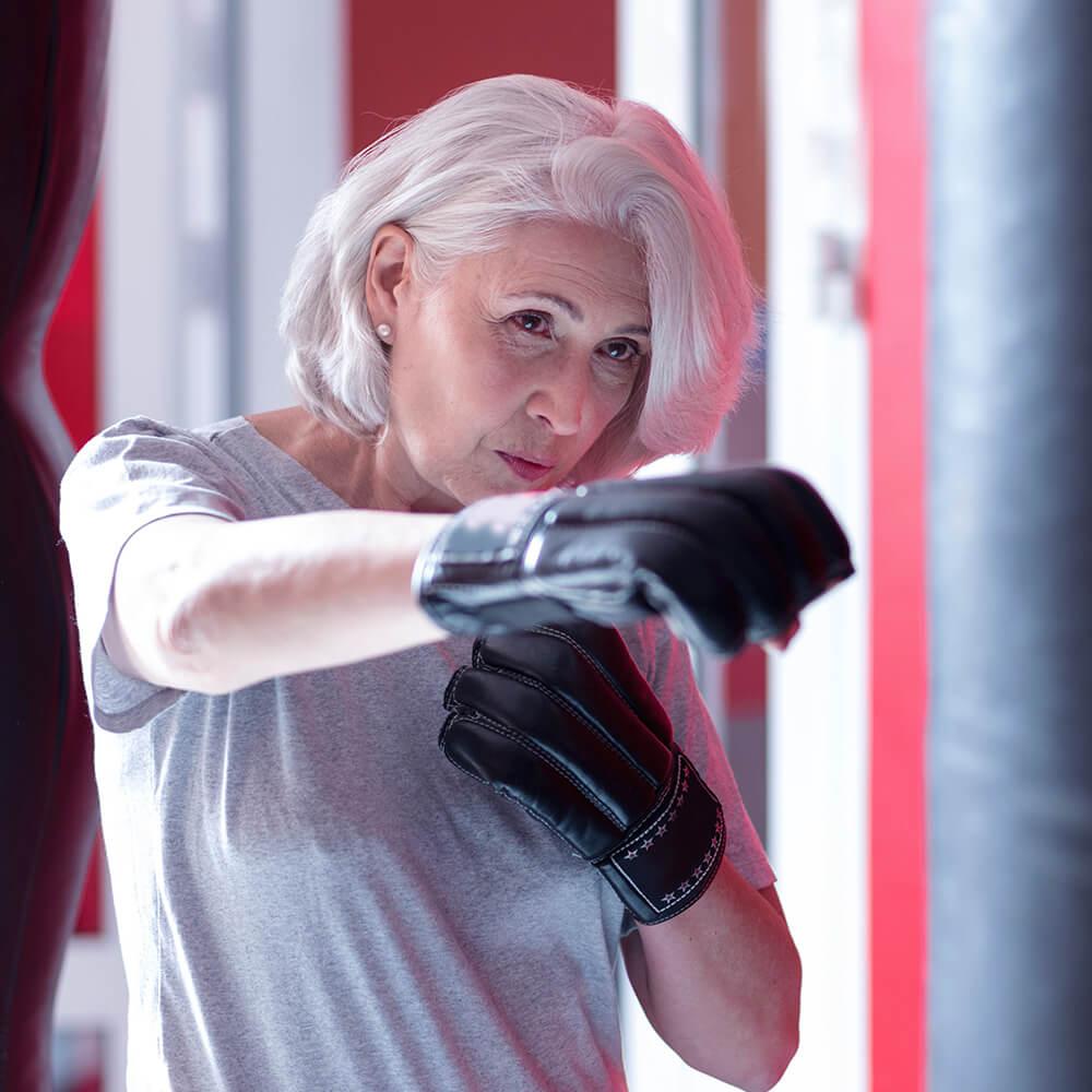 Bild einer Frau beim Fitness-Fighting