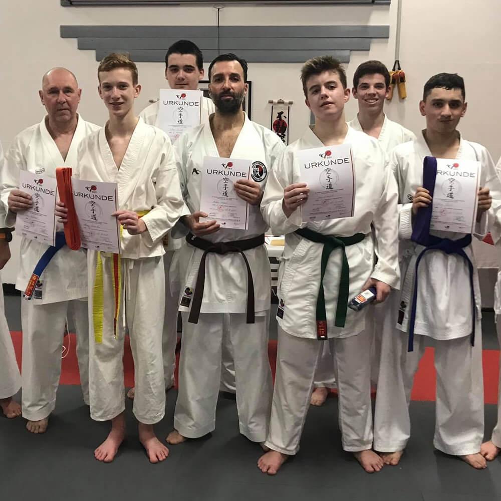 Gruppenfoto einer Karategruppe