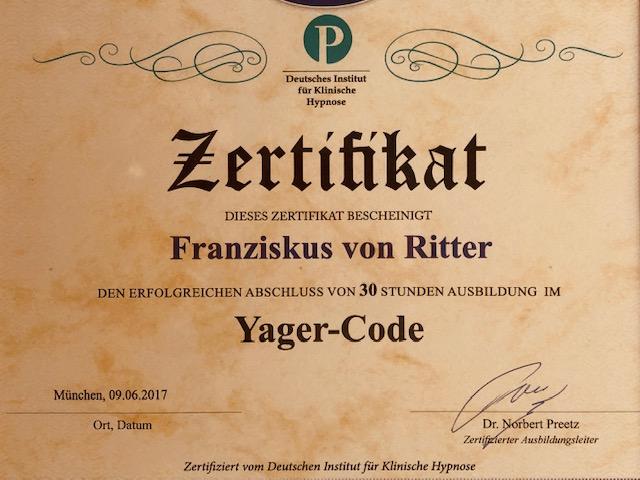 Zertifikat für  Yager Therapie Hypnose und Coaching Praxis Groenesteyn Muenchen und Prien am Chiemsee auf braunem Papier