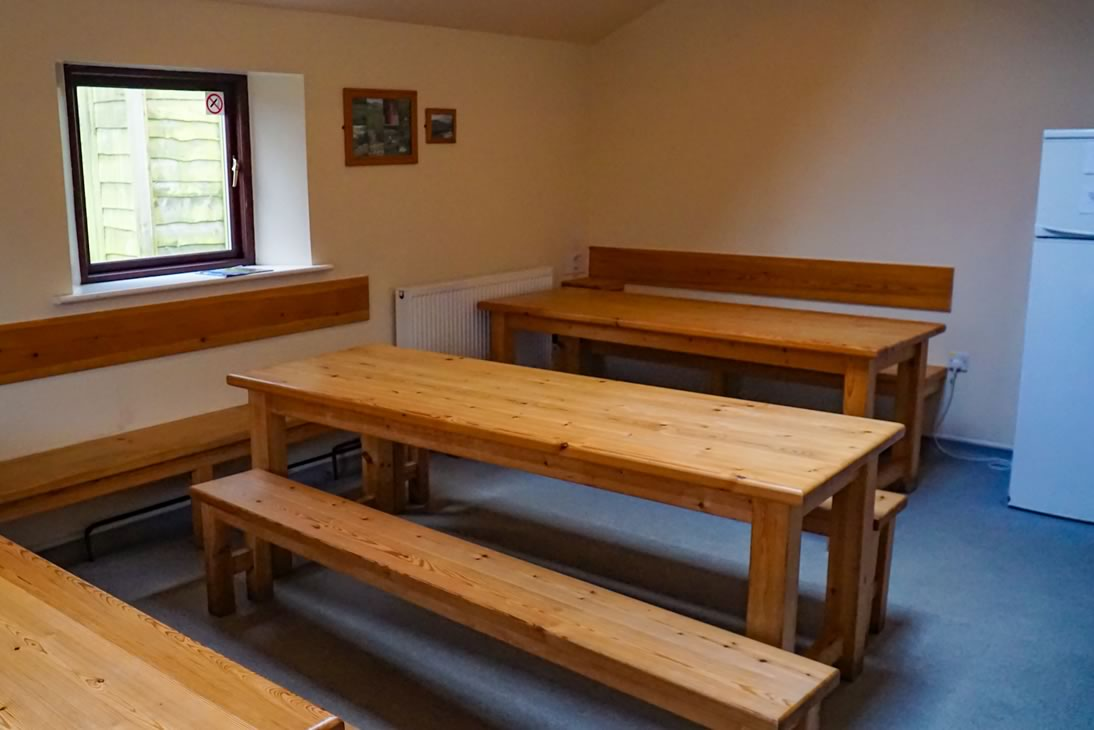 Kitchen seating area in Bunkroom 1