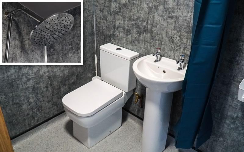 Wash and shower room in Bunkroom 2