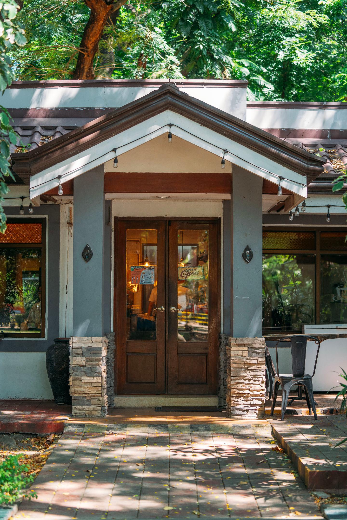 Exterior of Braiser's The Village Cafe Parañaque