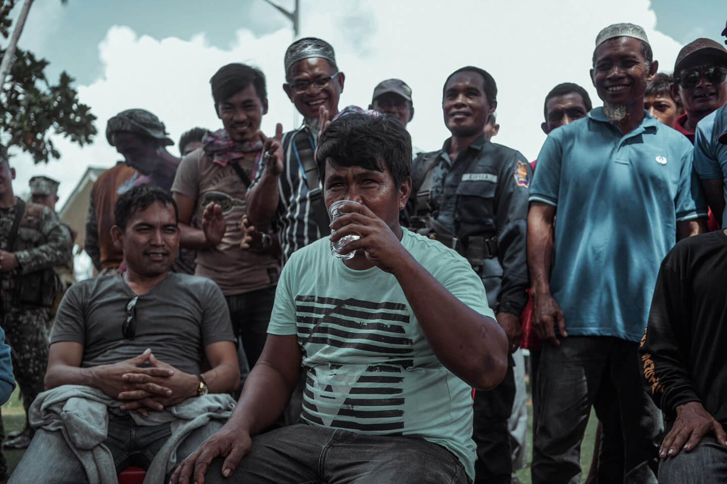 Community leaders in Tawi-Tawi try the filters for the first time