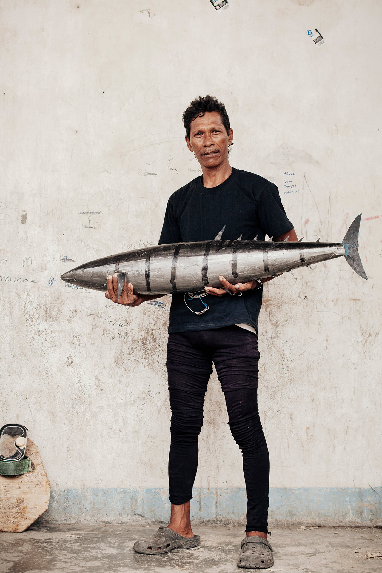 Papa Kula lands the big fish: he goes after large tanigue, which he draws in with a stunningly lifelike three-foot wooden lure that he fashioned himself.
