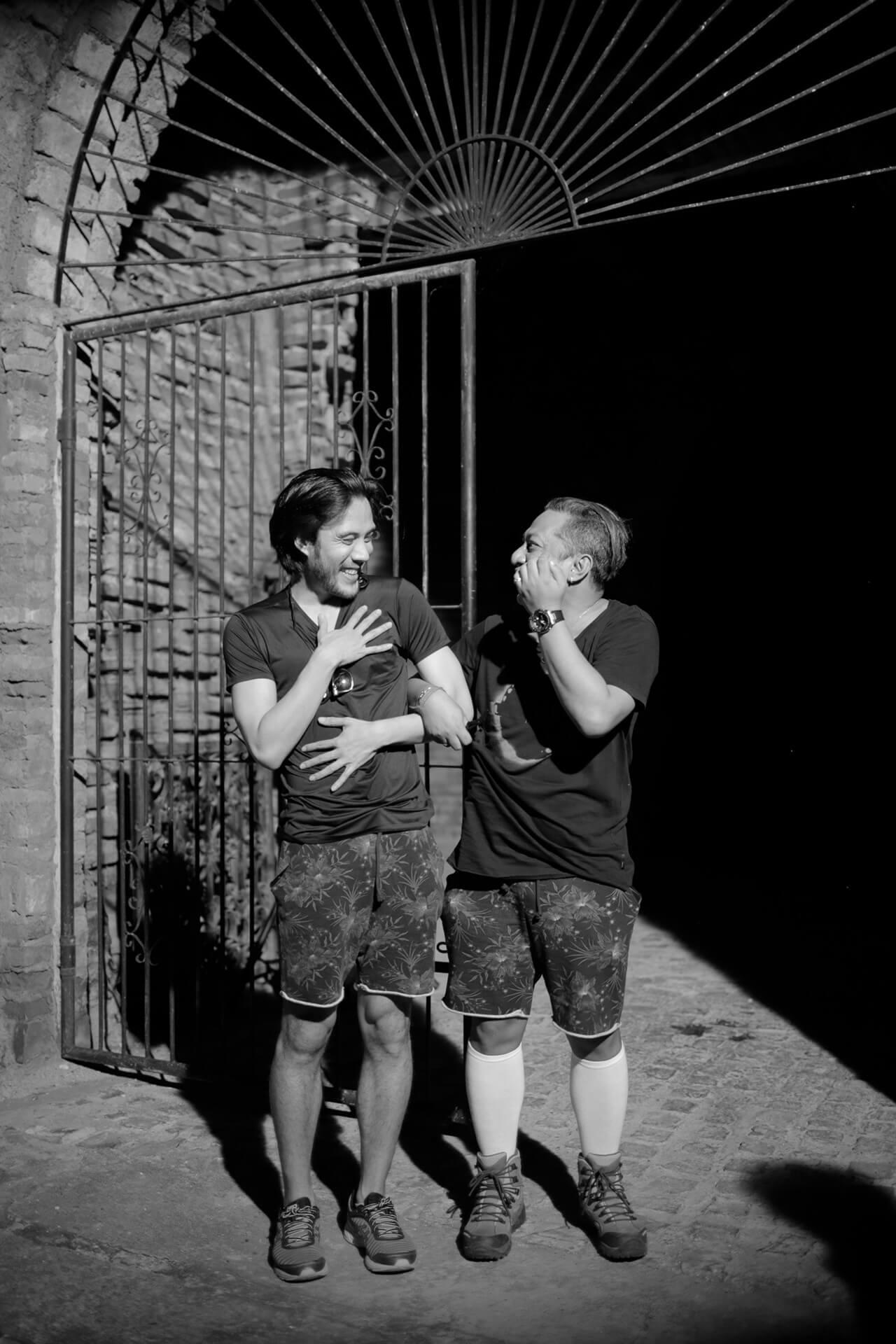 Lexter Tarriela (right) joking around with Rafa Siguion-Reyna (left)
