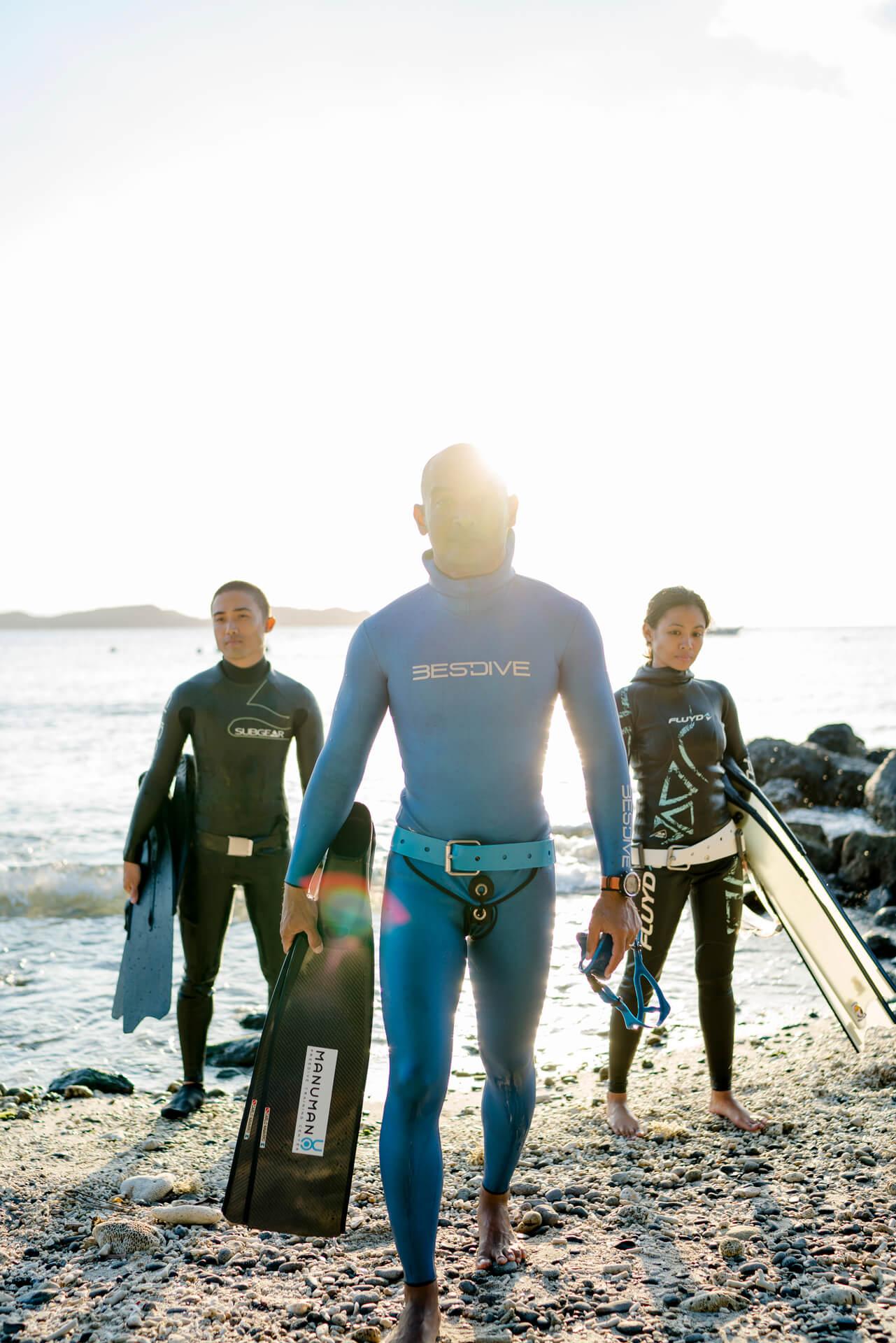 Mark Cruz, Carlo Navarro, and Tara Abrina of ManuMano Diving