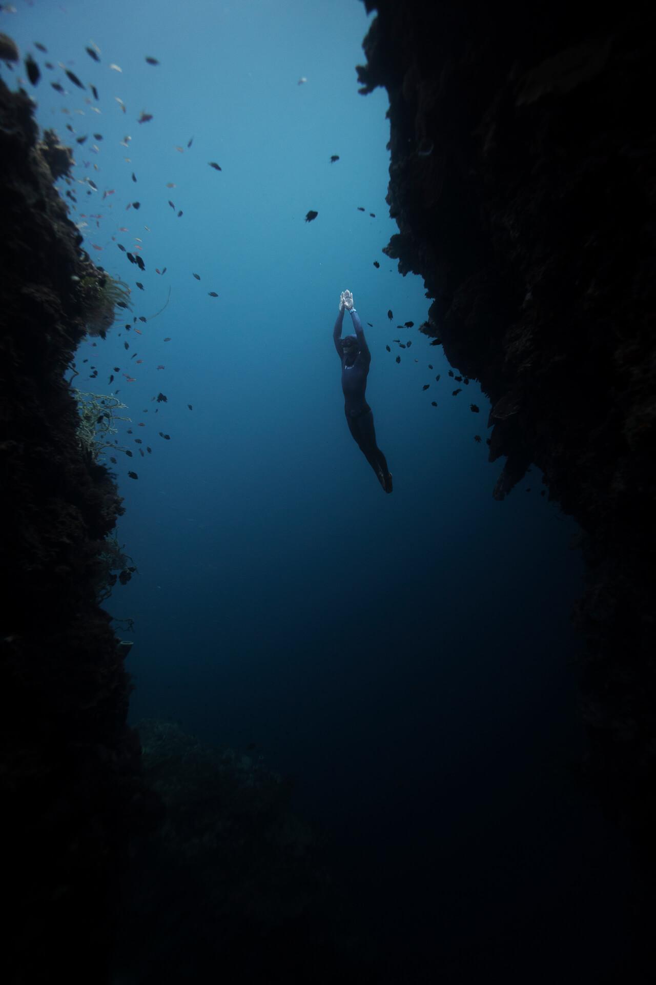 deep dive of up to 120 meters deep