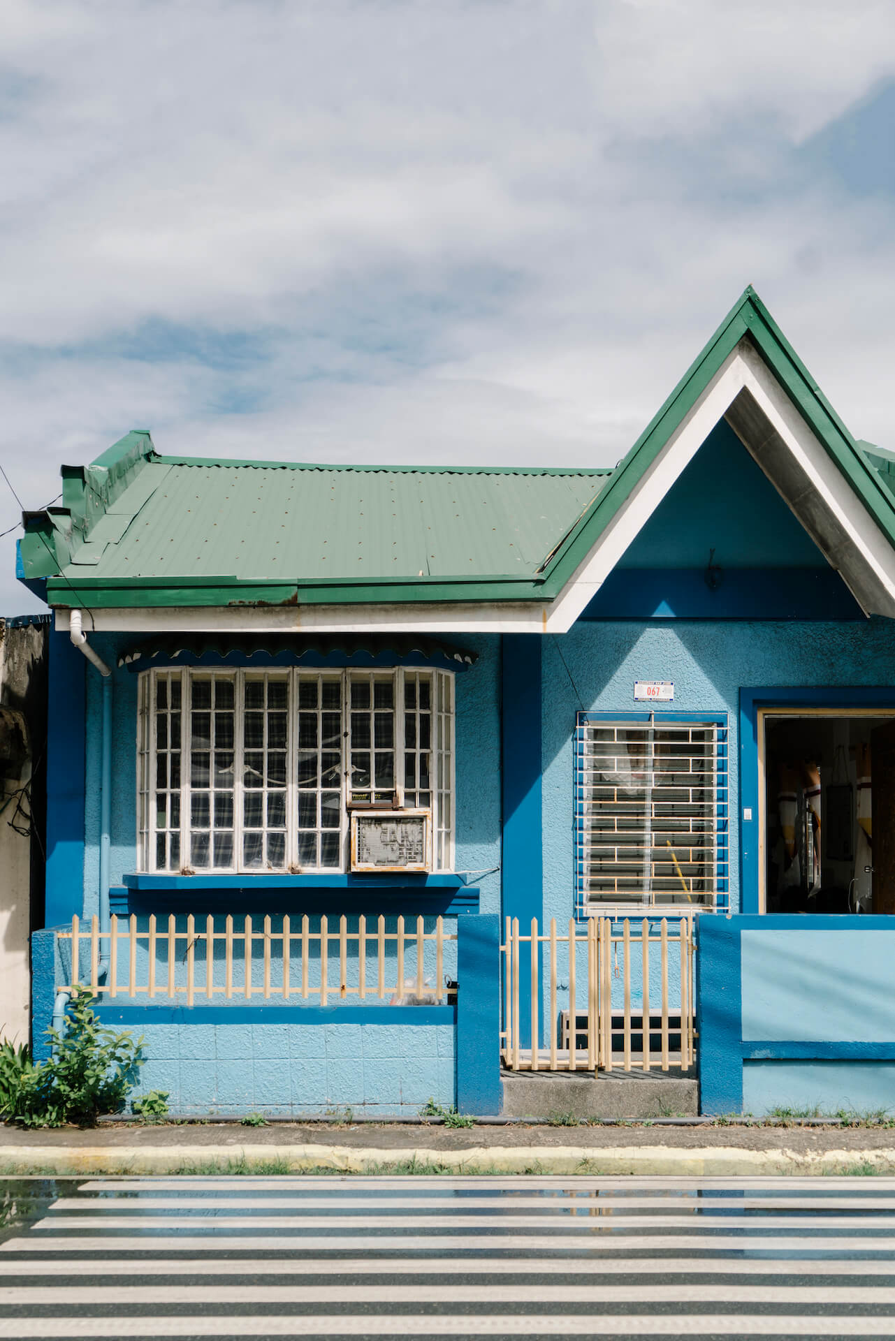 Exterior of the ManuMano freedive house