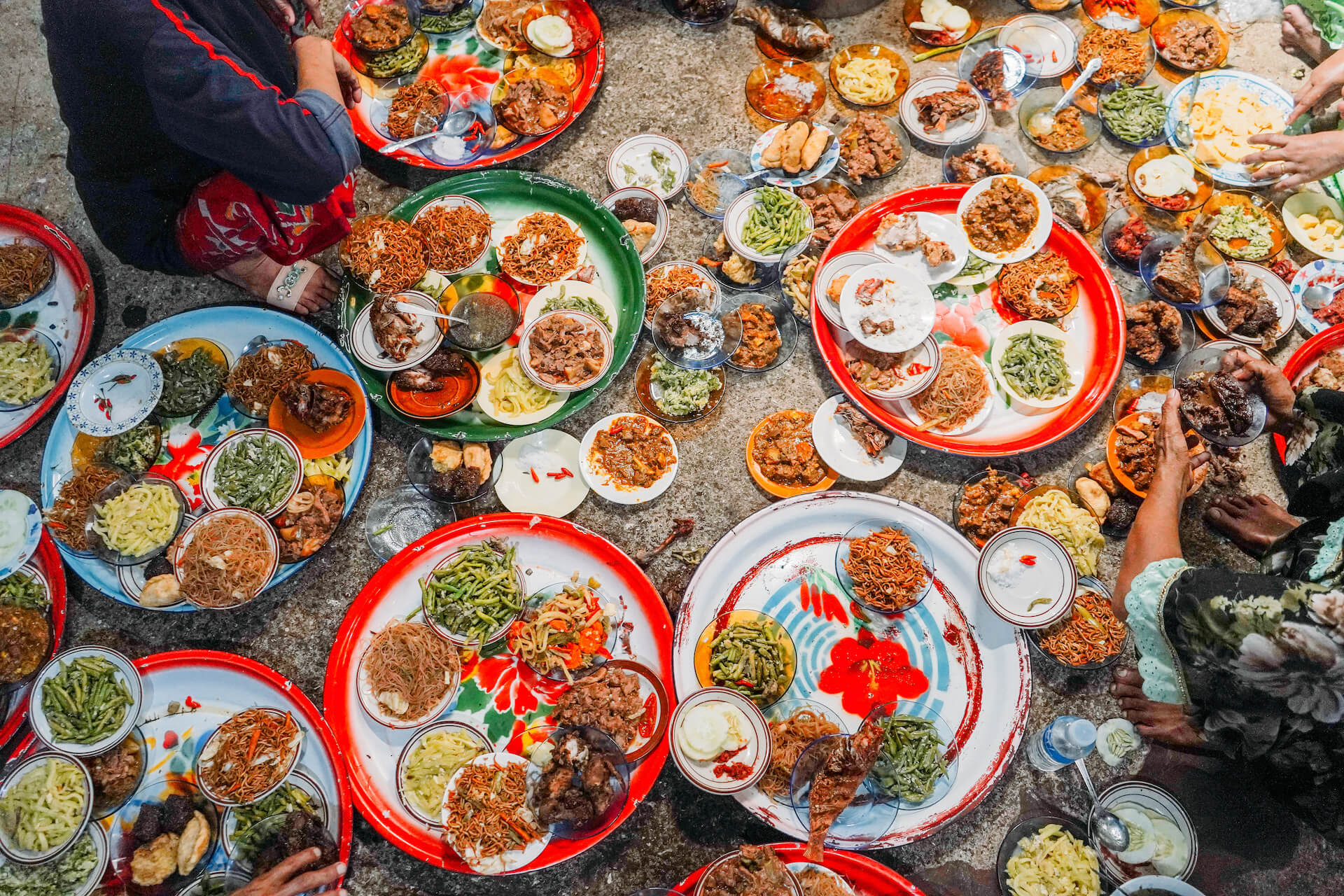 A photographer returns home to Sulu after 13 years and rediscovers the heritage of his people through food.