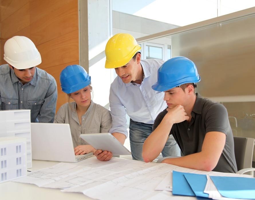 team troubleshooting construction project