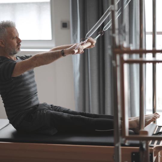 exercicios-de-pilates-para-homens