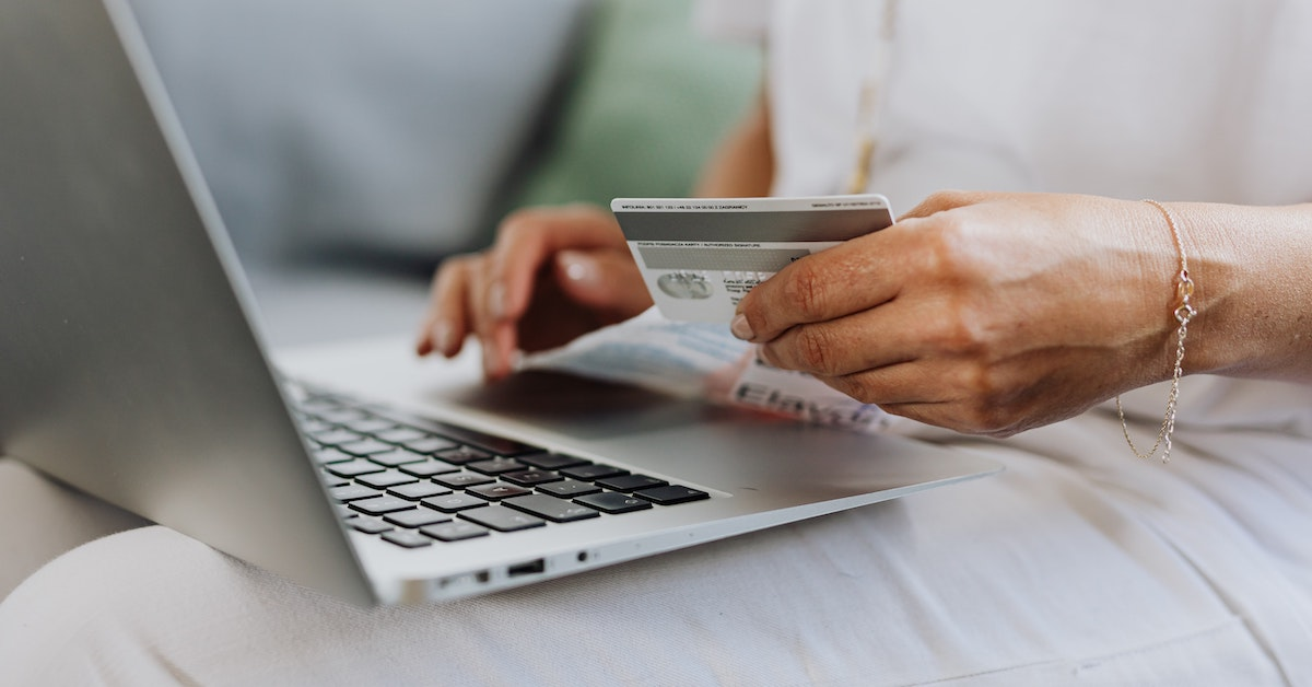 How can retail industry benefit from the online presence and new sales channels?