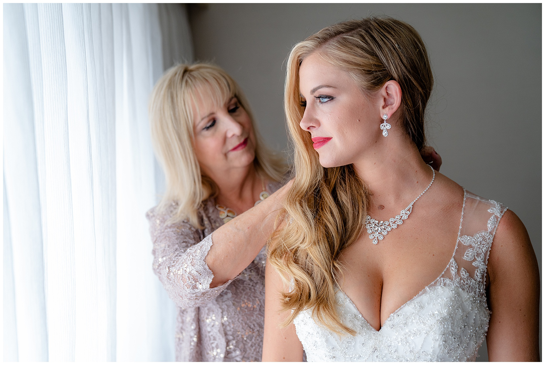 getting ready with mother of the bride