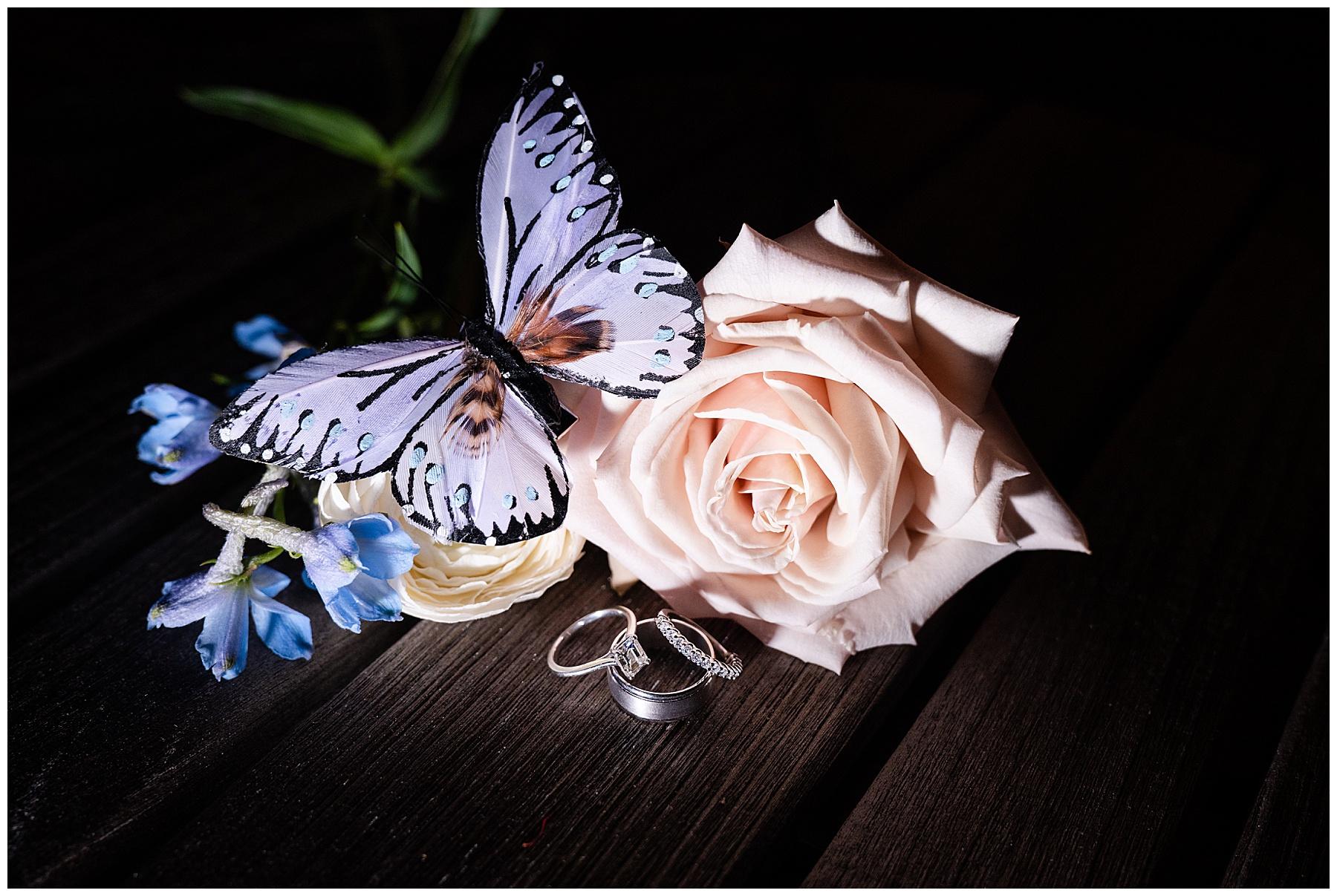 wedding ring with decor