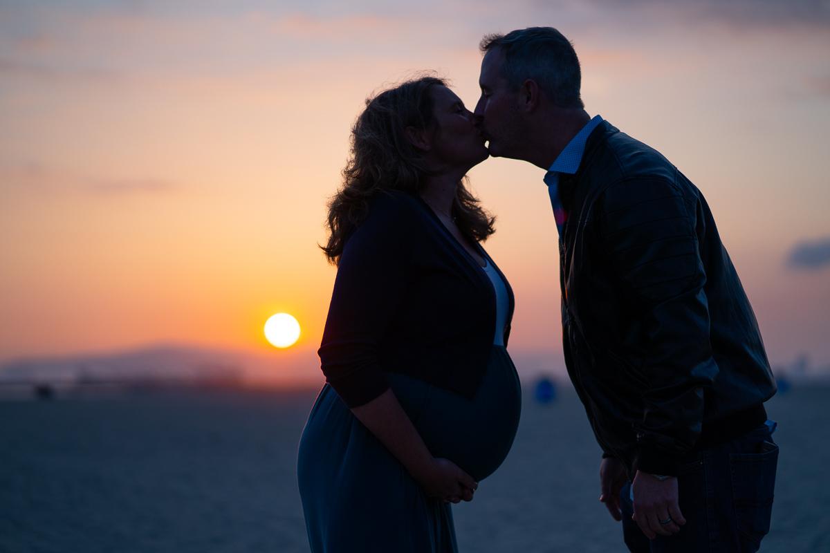 sunset maternity kiss