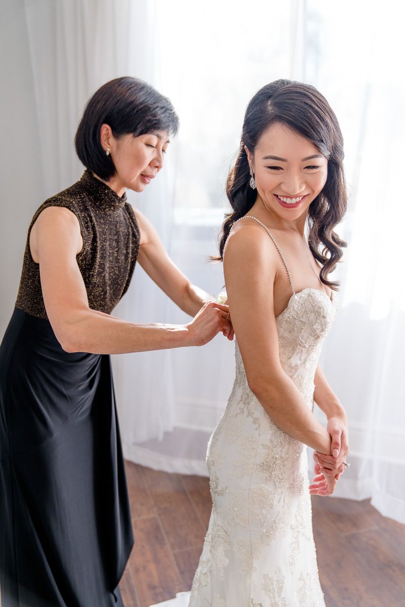 mother of the bride responsibilities on wedding day