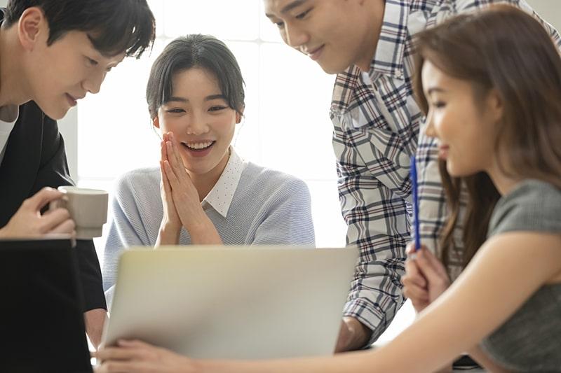 Môi trường làm việc tích cực tạo động lực để nhân viên tương tác và hỗ trợ lẫn nhau