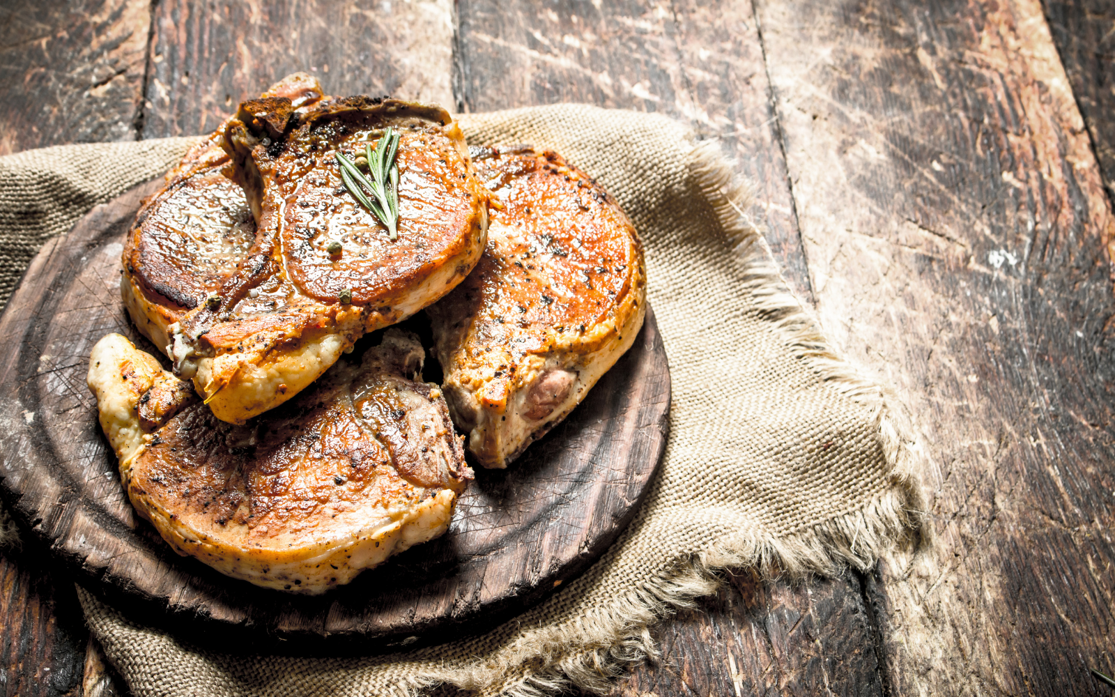 Schweinskotelett mit Steinpilz-Butter-Füllung