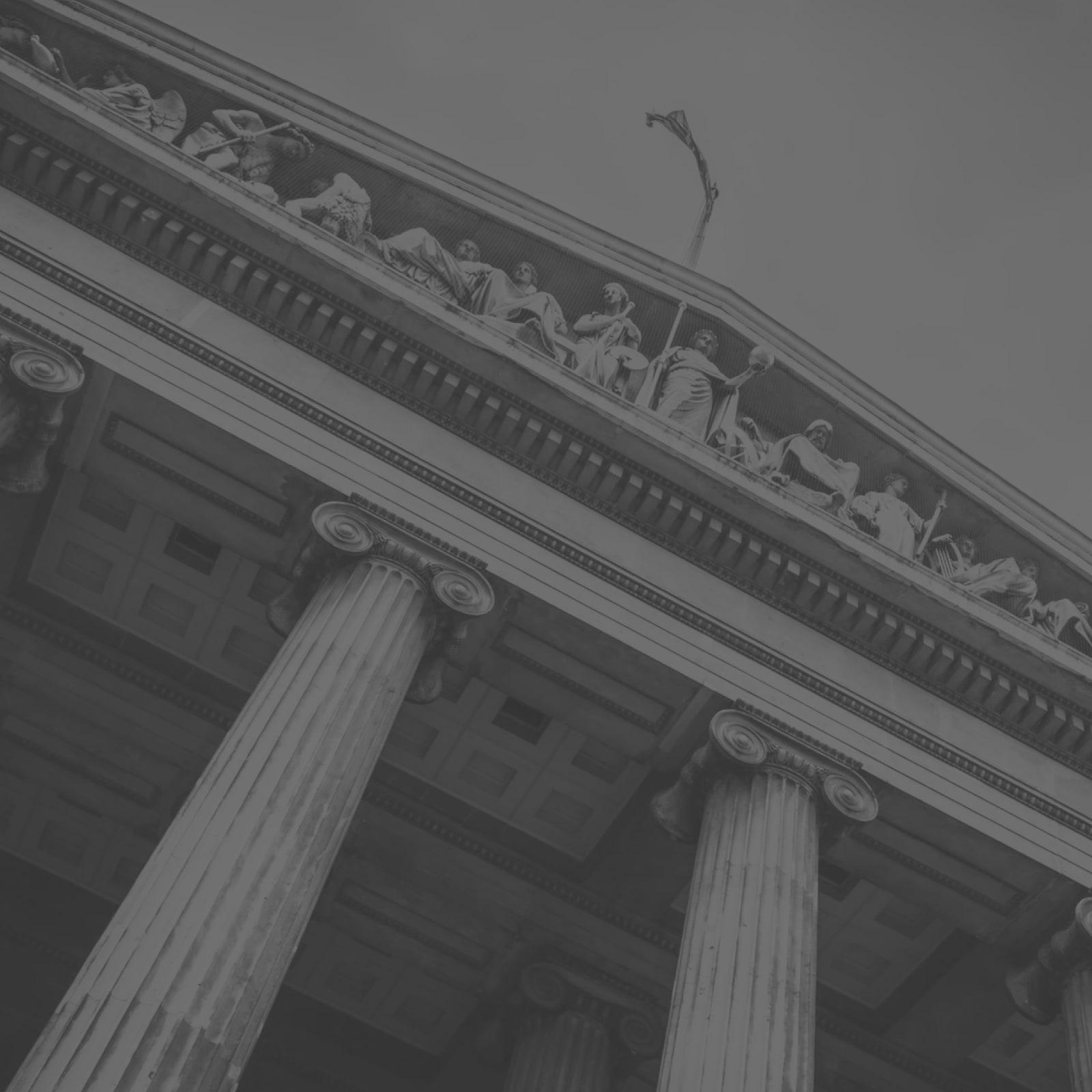 Nejpříznivějšího výsledku trestního řízení lze dosáhnout pouze při zaujetí patřičné strategie obhajoby či vhodném sestavení obsahu trestního podání již v samém počátku. Minimalizovat riziko trestního postihu obchodní společnosti a osob podílejících se na její činnosti je možné zavedením systému preventivních opatření.