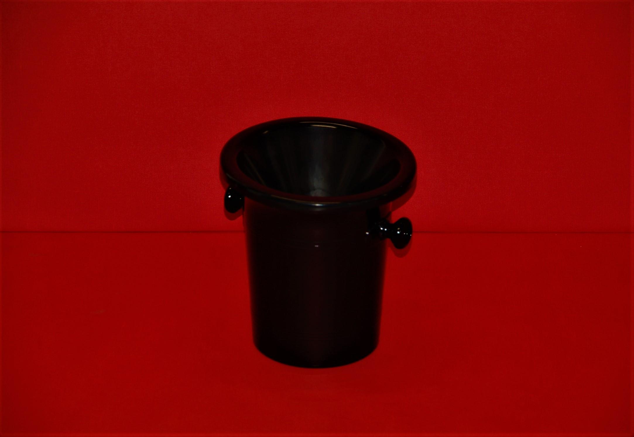Crachoir en acrylique noir