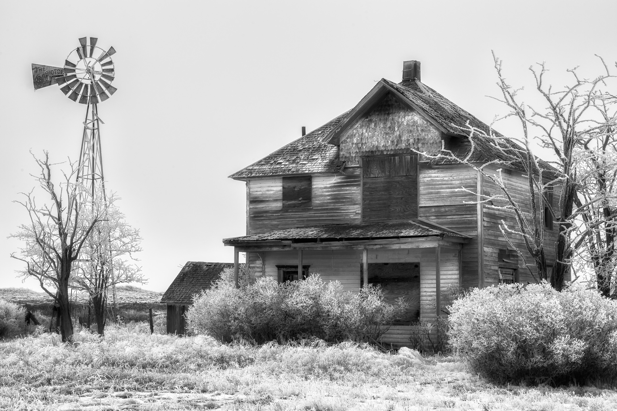 Abandoned house in the winter