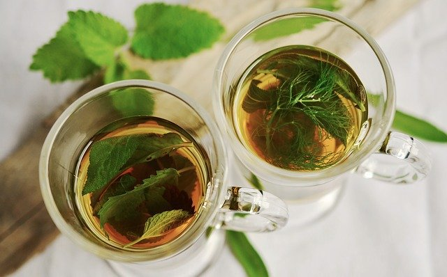 cups of peppermint tea for sore throat