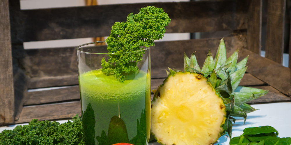 A Photo Of A Kale And Pineapple Smoothie
