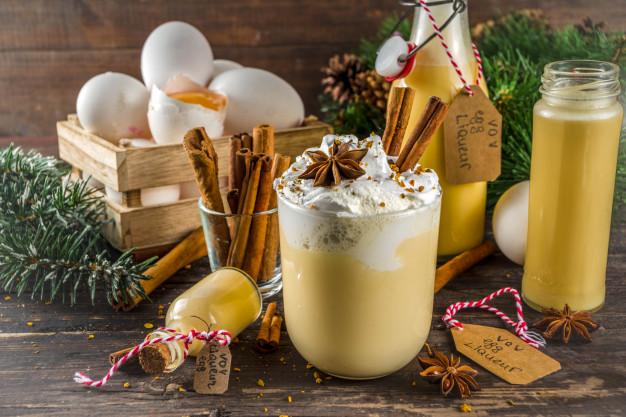 Christmas bombardino cocktail with egg liqueur Premium Photo