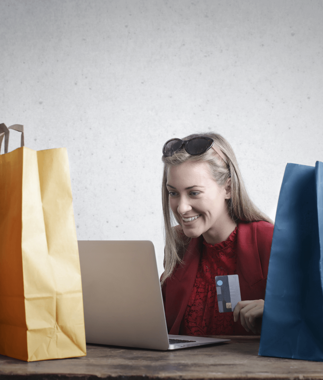 girl with things orders in the online store
