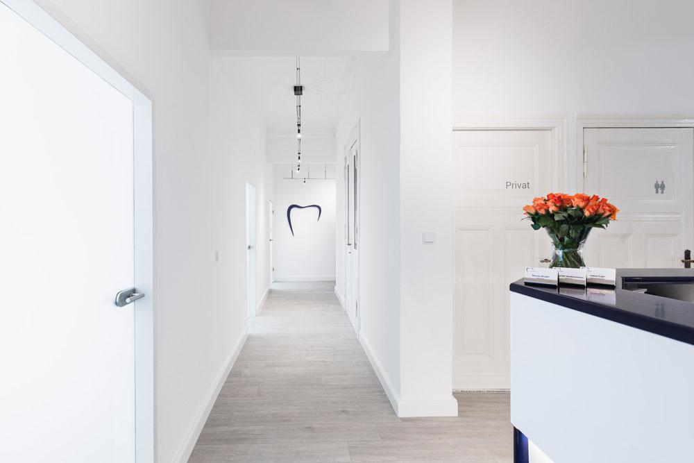 Eingangsbereich der Zahnarztpraxis Reuter