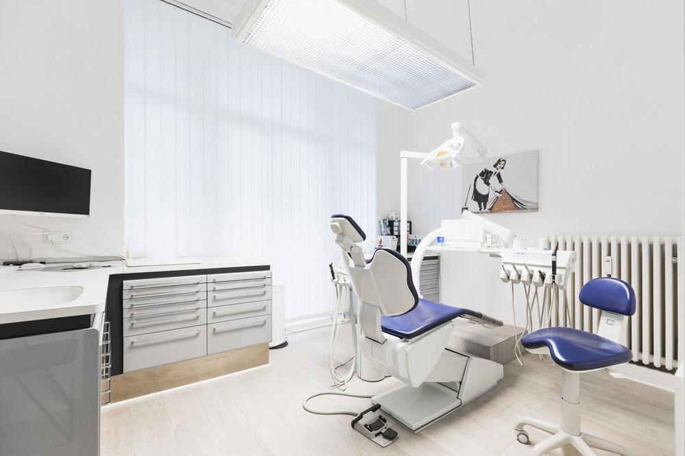 Behandlungsraum 2 der Zahnarztpraxis Reuter in Berlin Wilmersdorf