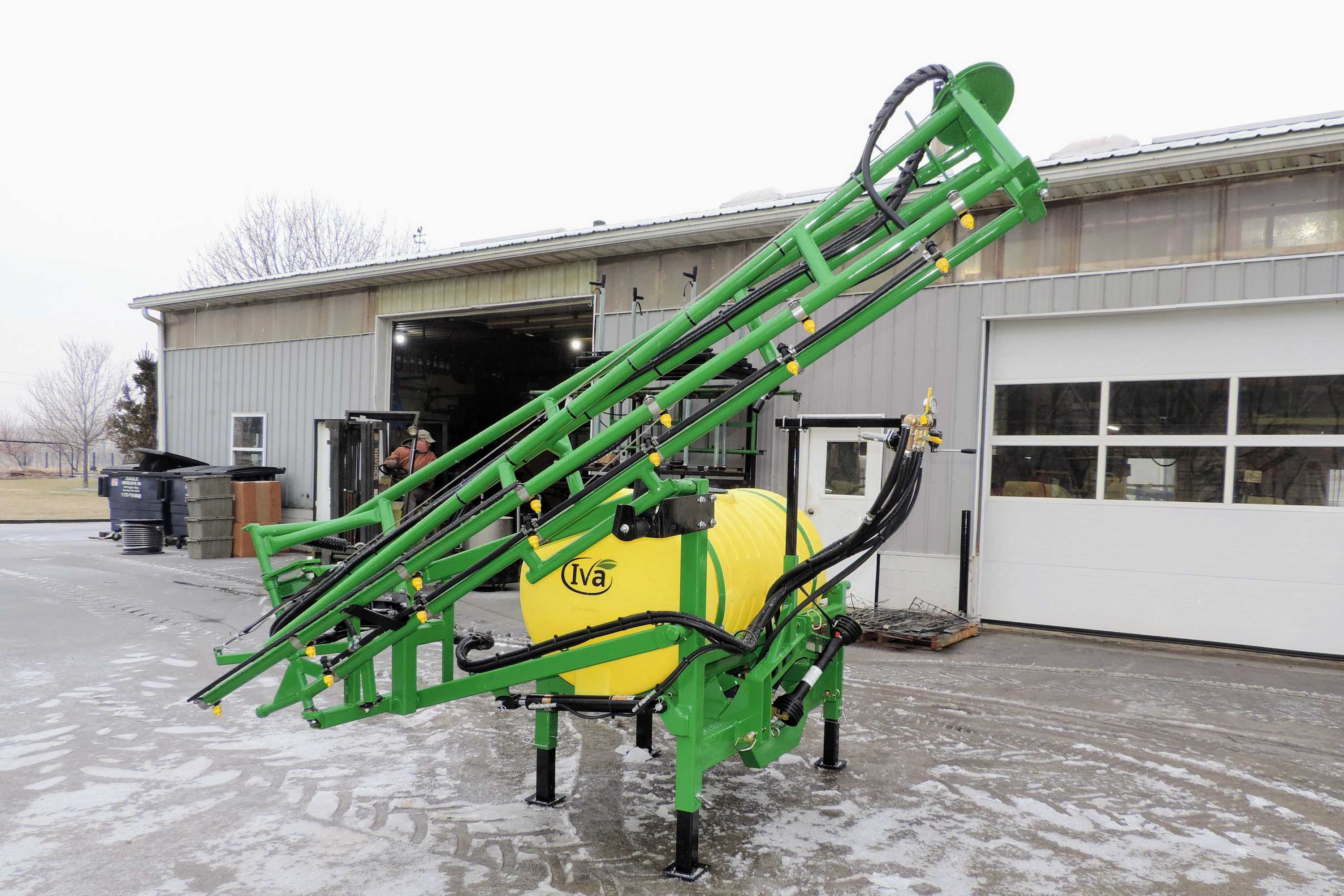 200 gallon 3-point hitch produce sprayer with 25' single sided boom