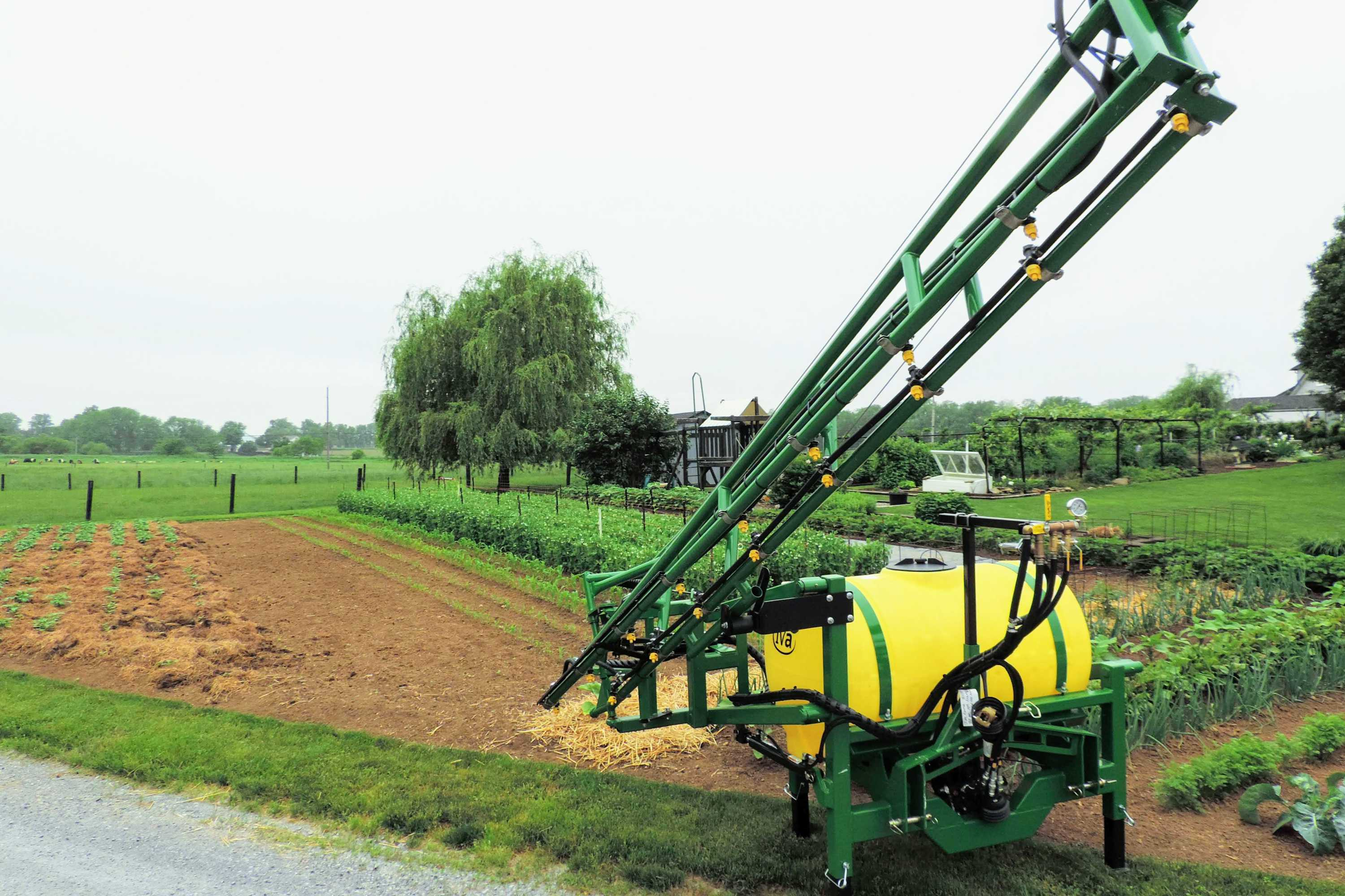 200 gallon 3-point hitch sprayer with 25' single sided boom