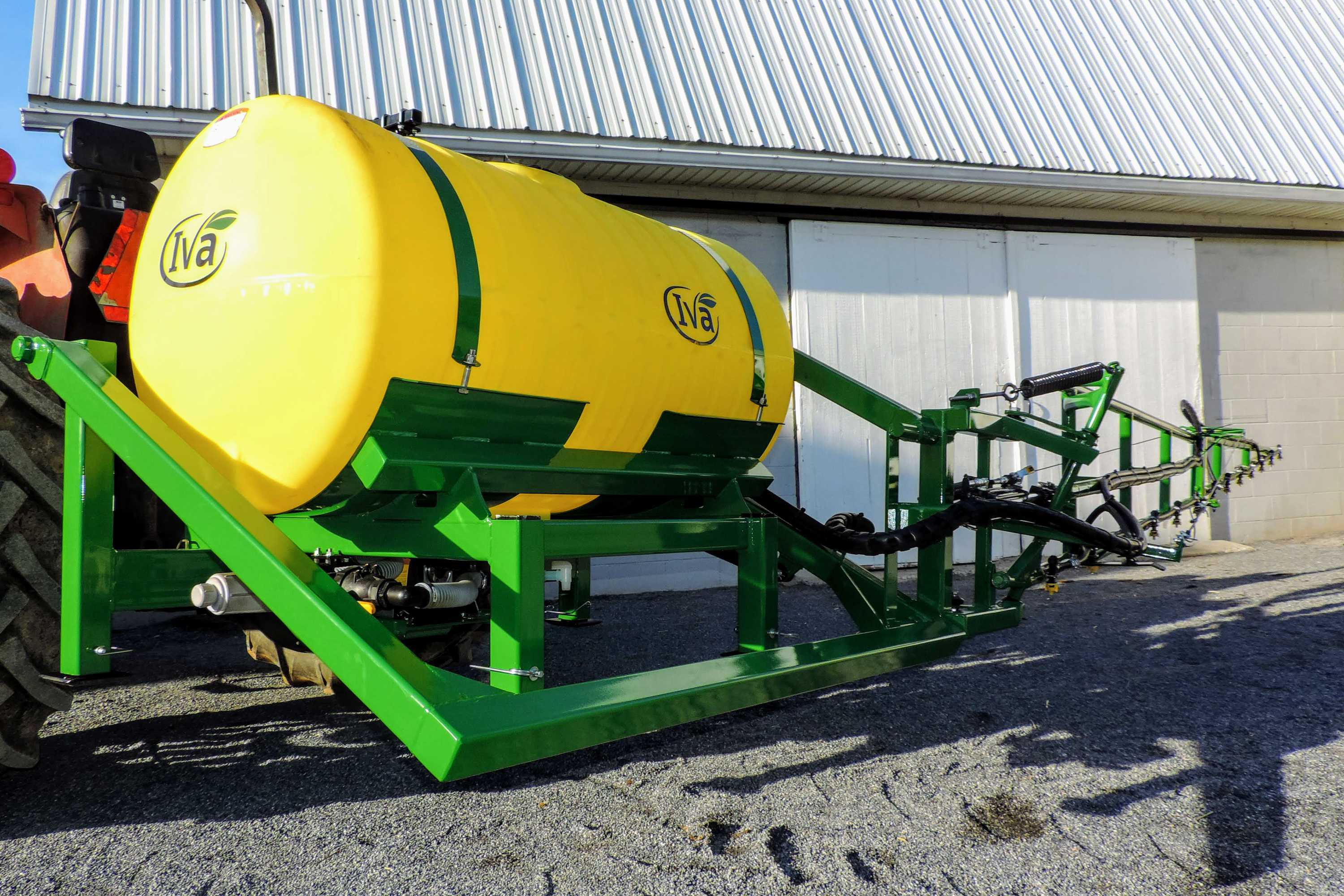 200 gallon 3-point hitch vegetable sprayer with 25' single sided boom