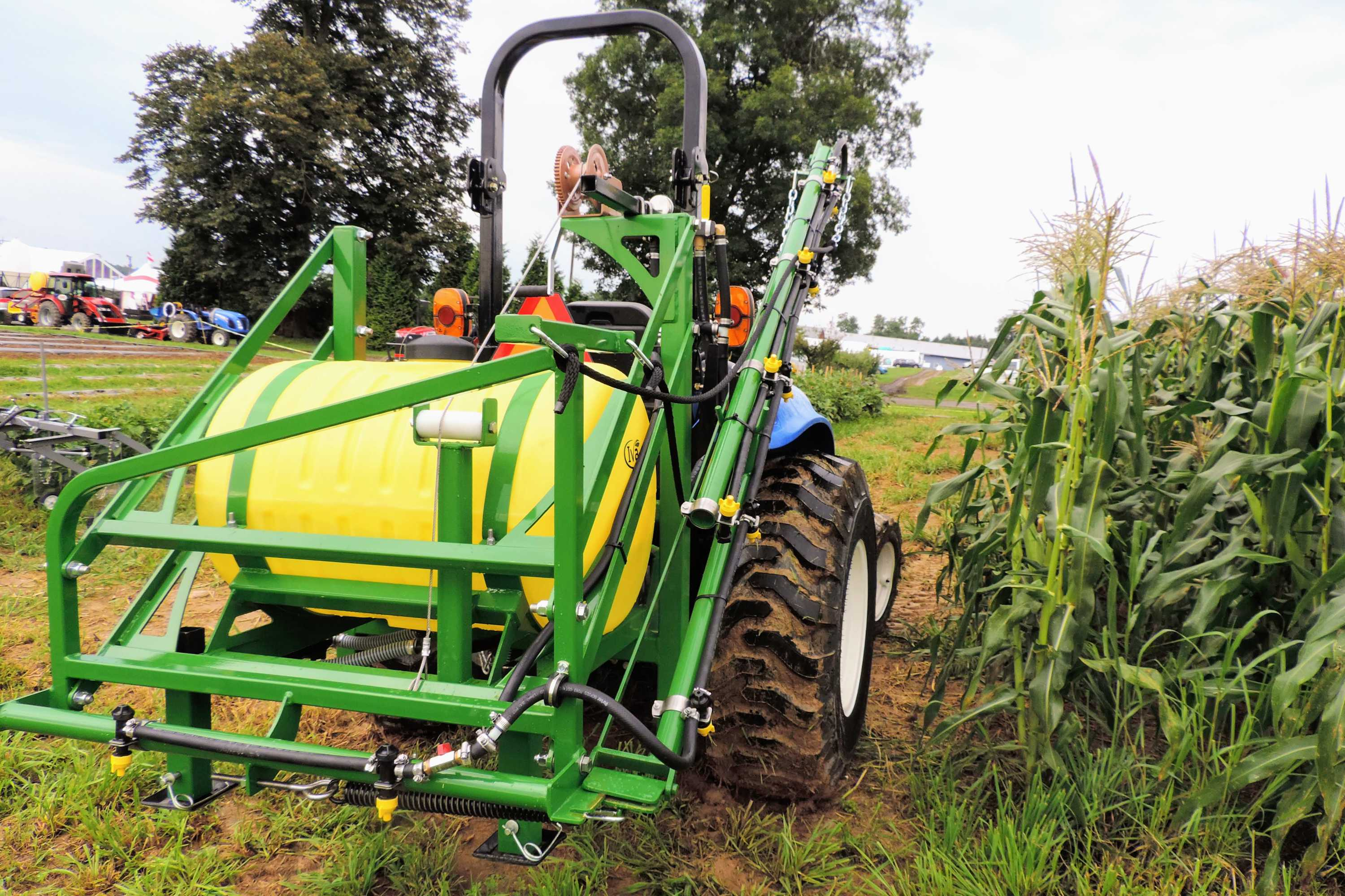 55 gallon 3-point hitch vegetable sprayer with 15' single sided boom