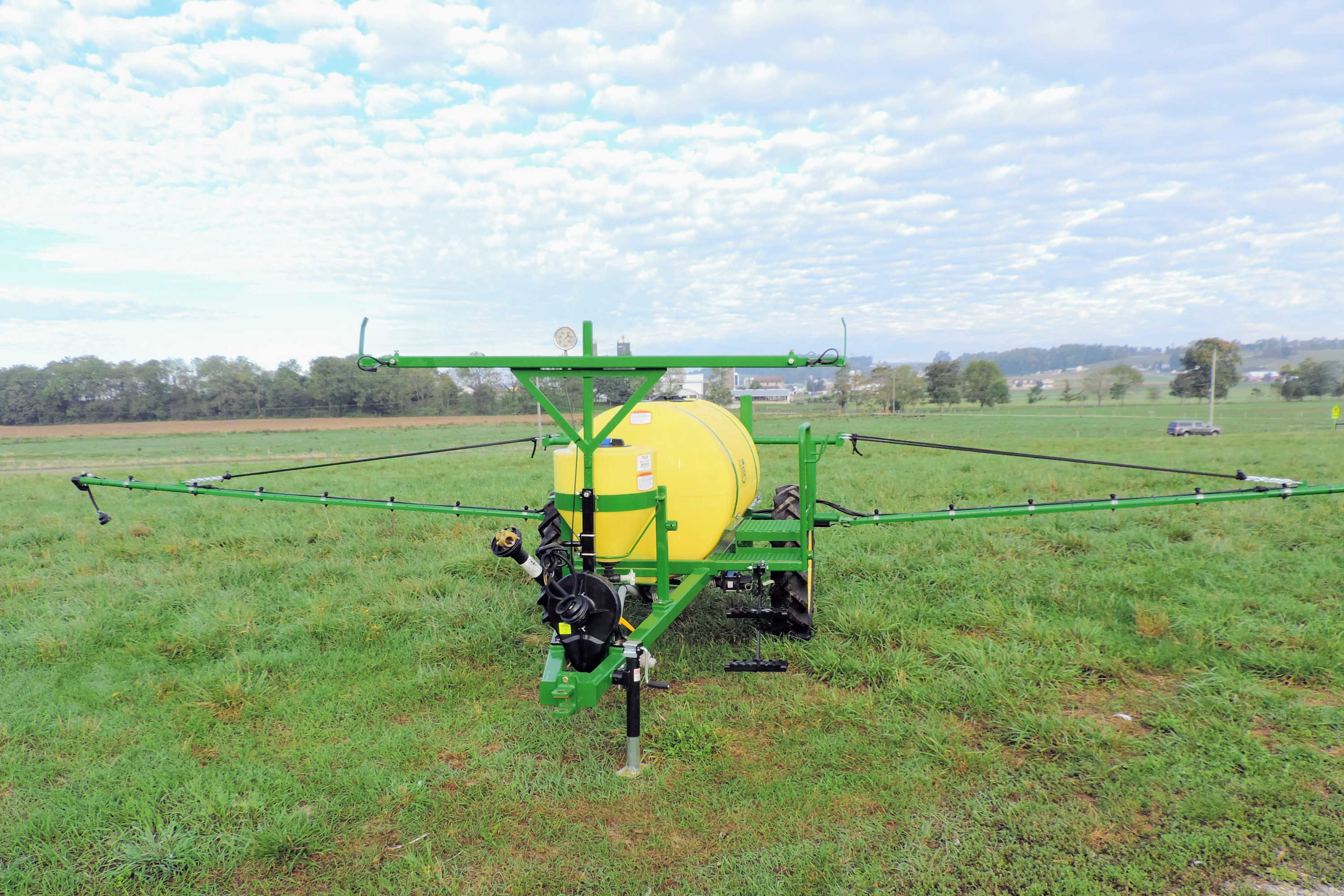 300 gallon Pull Type Sprayer with manual-fold 30' booms
