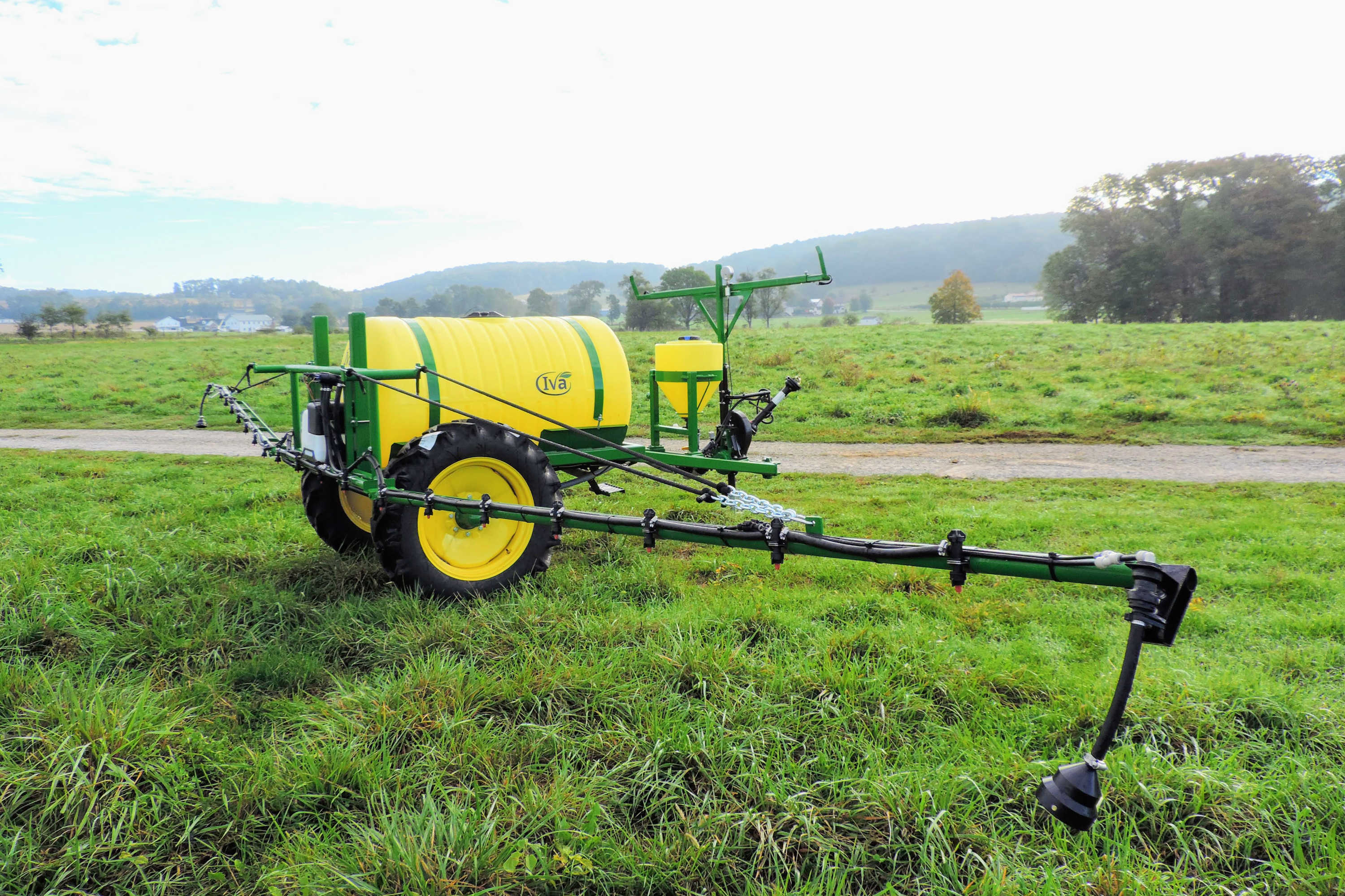 300 gallon Crop Sprayer with 30' booms 9.5-28 Tall Tires