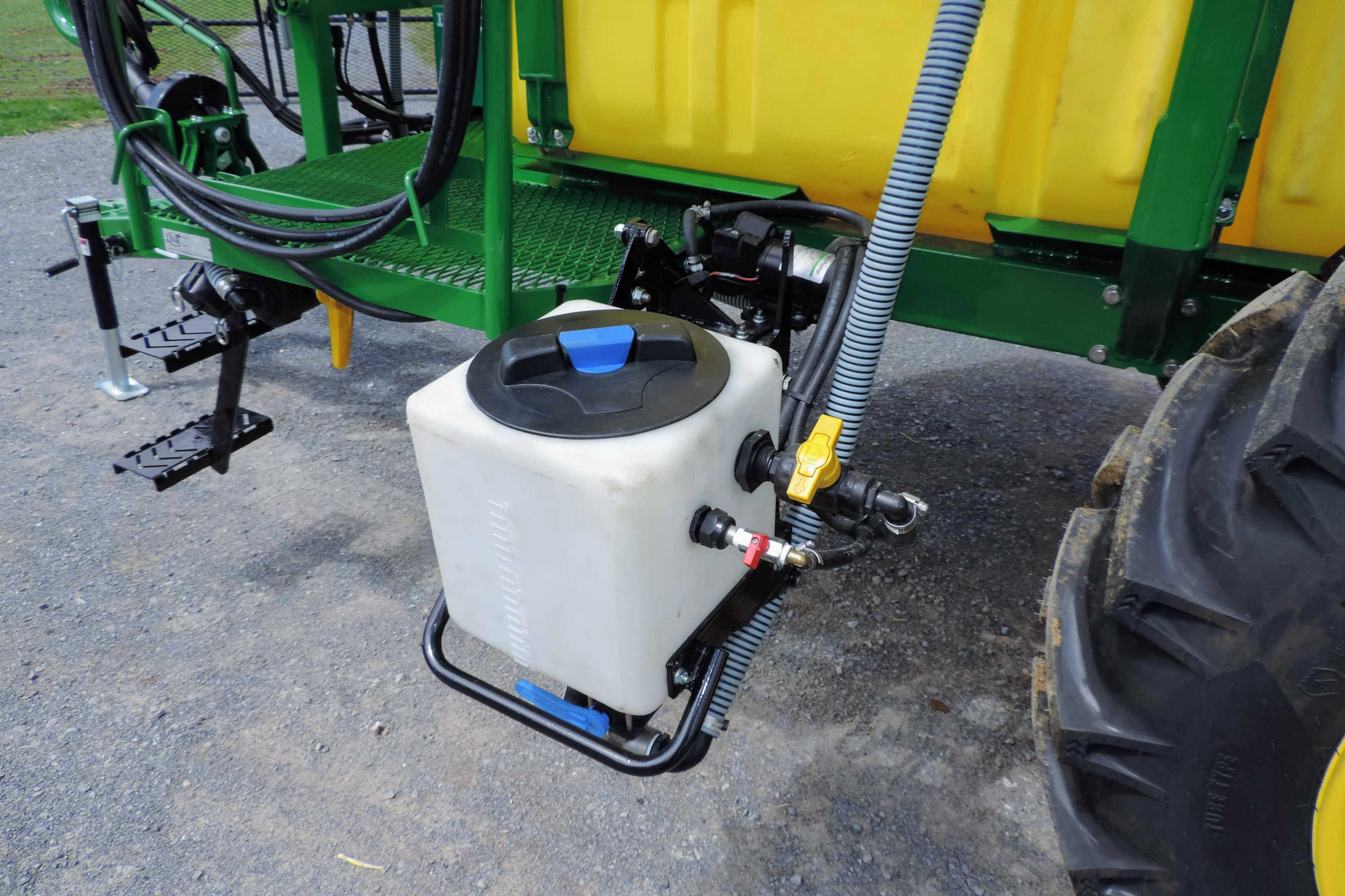 750 gallon Crop Sprayer with with eductor tank