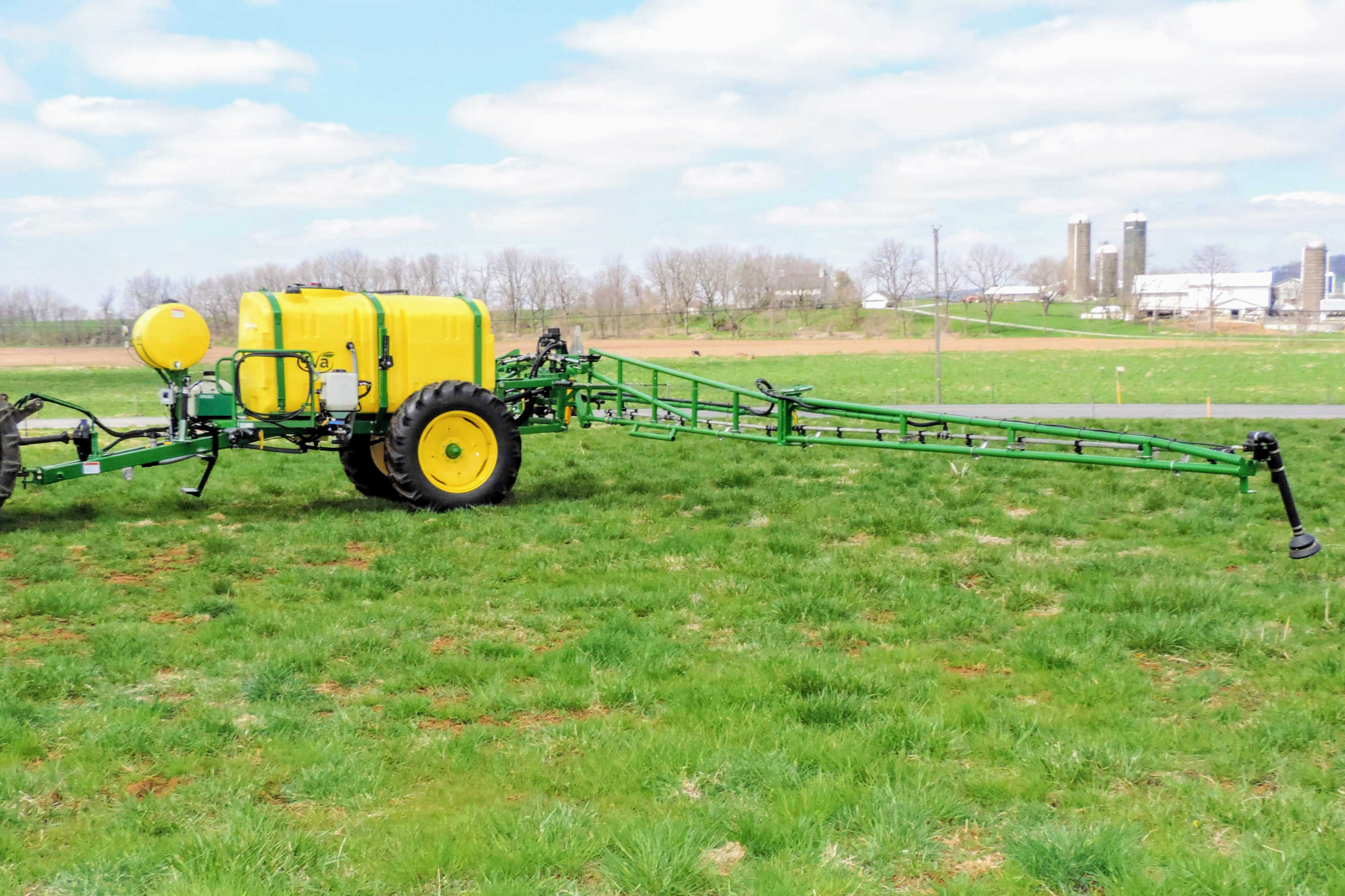 750 gallon Field Sprayer with with 60' AirRide Booms
