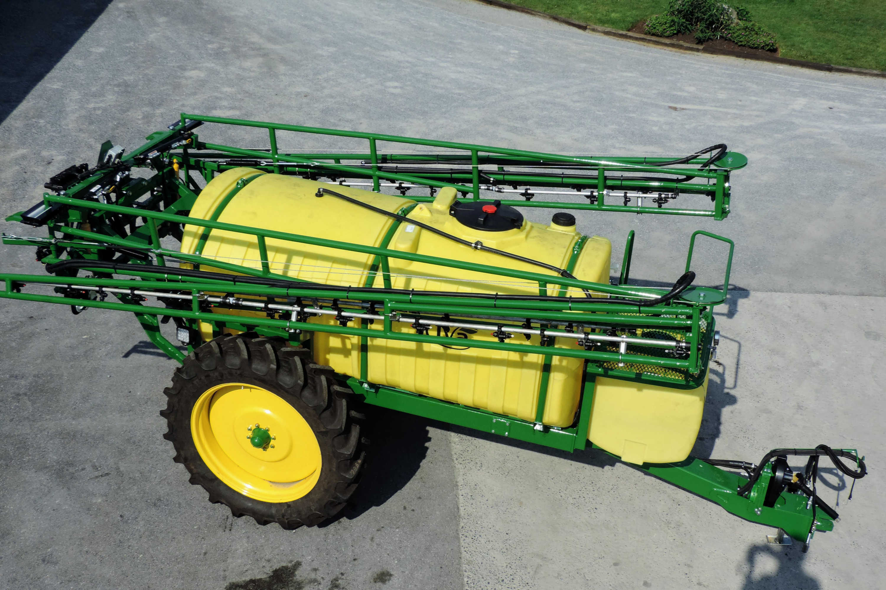 1000 gallon Pull Type Sprayer with 60' AirRide Booms