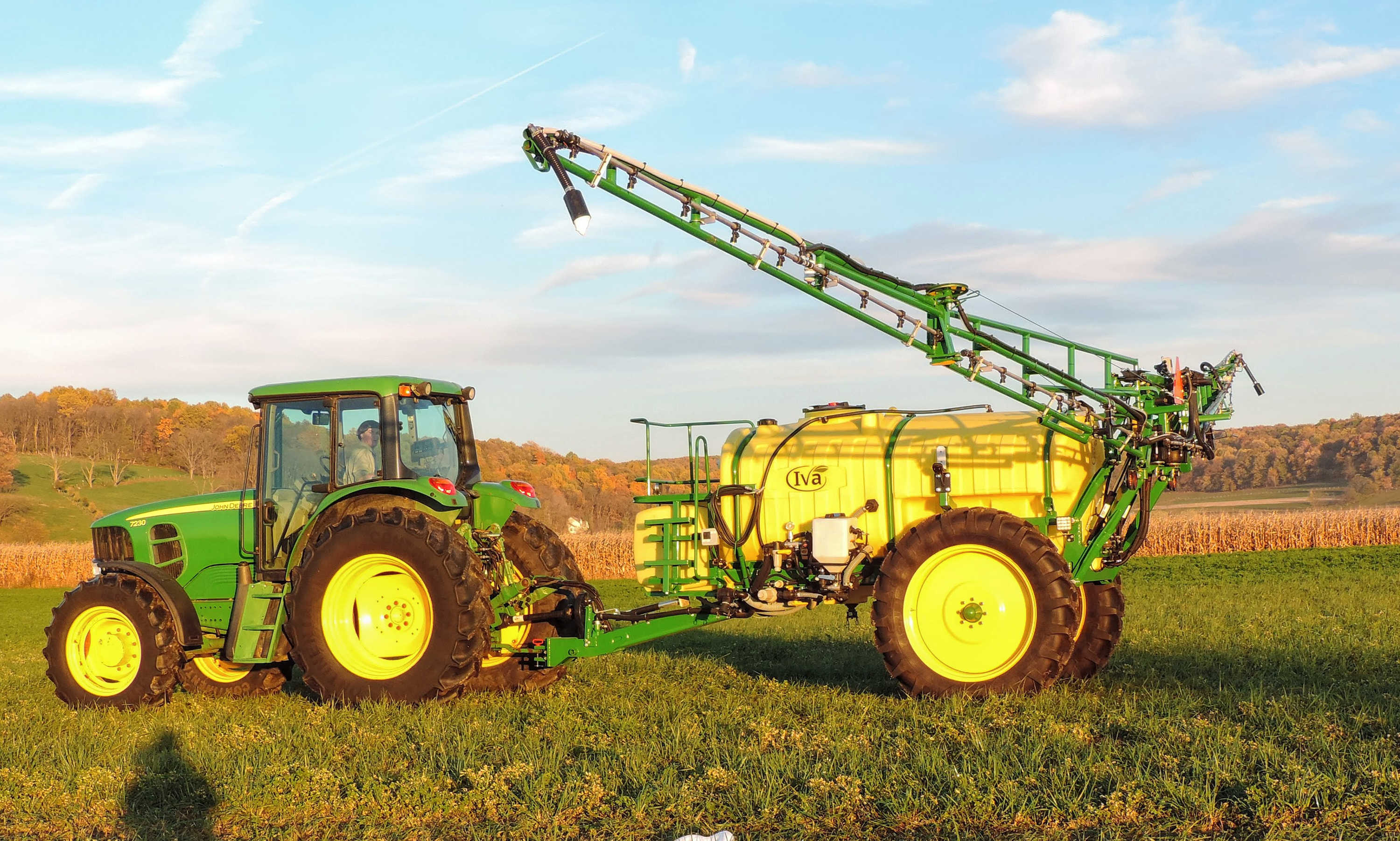 1000 gallon Field Sprayer with with 60' AirRide Booms